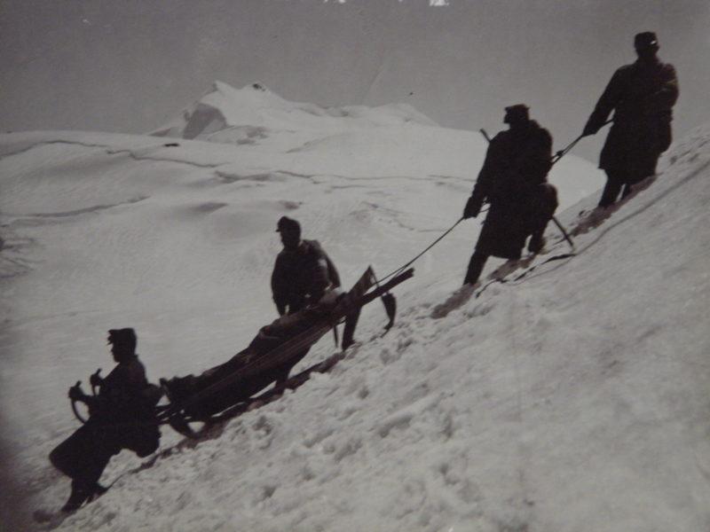 Soldaten Sanitätstransport Schlitten Eis